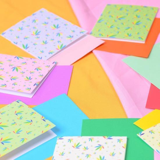 Colorleaf Pattern Greeting Cards in circle
